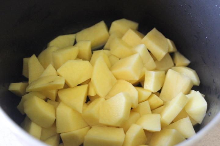 Фото рецепта - Весенний суп с фрикадельками и шпинатом - шаг 1