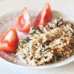 Пряный рис в соевом соусе со шпинатом