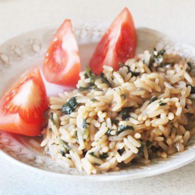 Пряный рис в соевом соусе со шпинатом - рецепт с фото