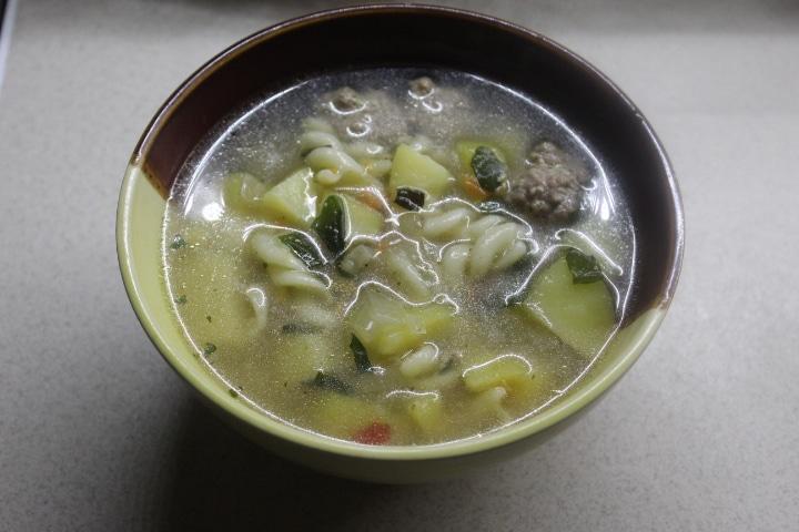 Фото рецепта - Весенний суп с фрикадельками и шпинатом - шаг 6