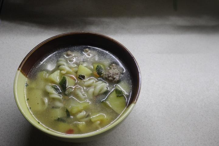 Фото рецепта - Весенний суп с фрикадельками и шпинатом - шаг 7