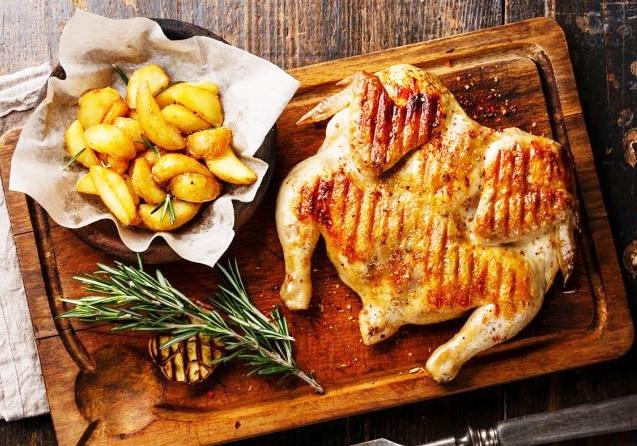 Маринованный цыпленок табака, на сковороде под прессом