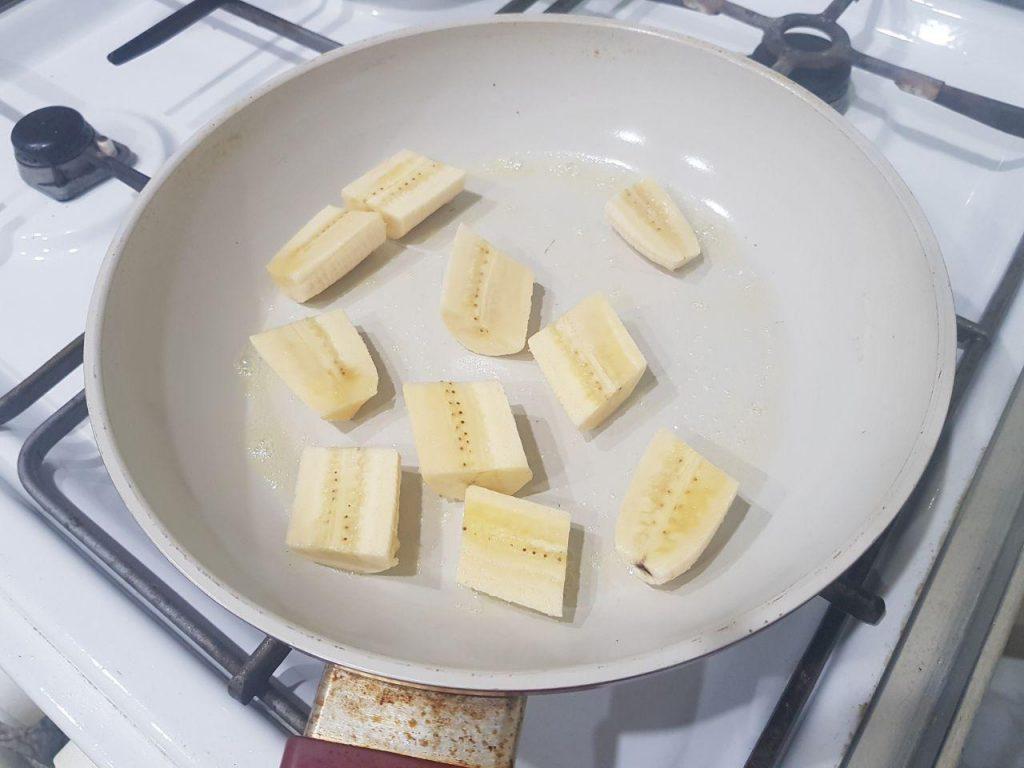 Фото рецепта - Мороженное с жаренными бананами, орехами и шоколадом - шаг 2