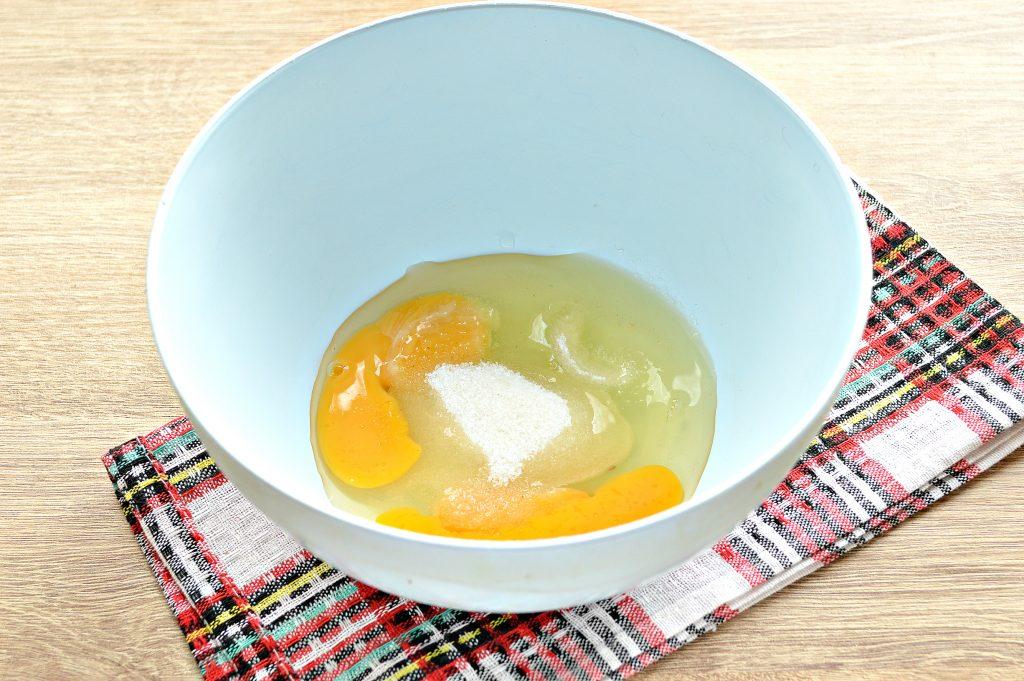 Фото рецепта - Бархатные блины на молоке с дырочками - шаг 1
