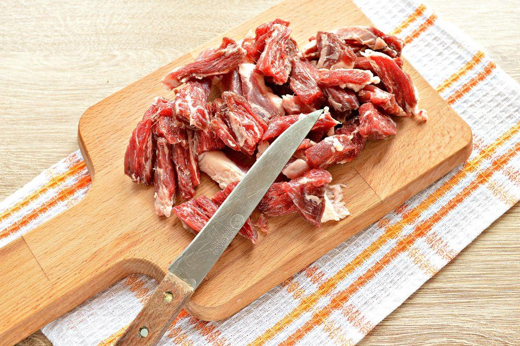 Фото рецепта - Подлива из говядины с соленым огурцом и овощами - шаг 1