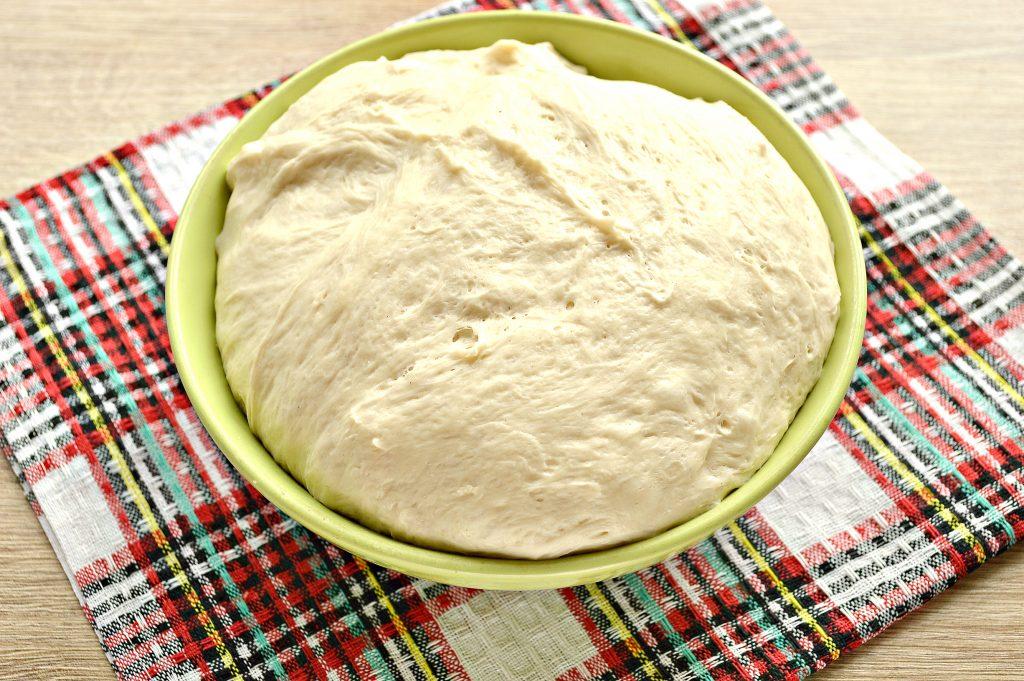 Фото рецепта - Дрожжевые плюшки с творогом, жареные на сковороде - шаг 1