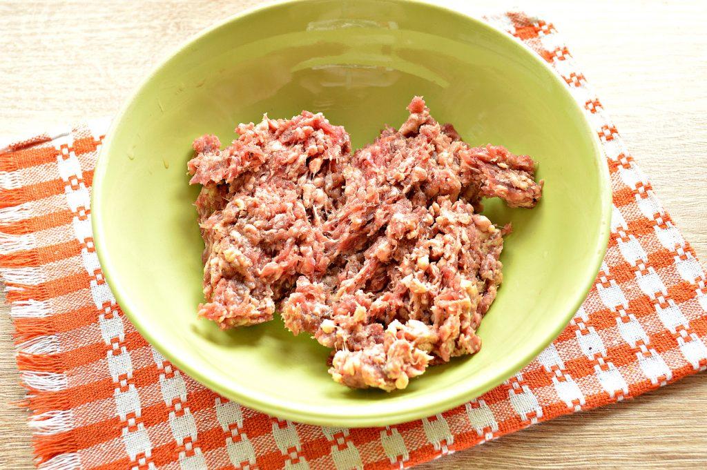 Фото рецепта - Манты с говядиной и картофелем - шаг 1