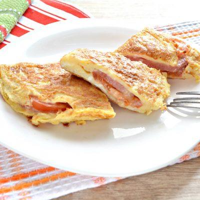 Бризоль с колбасой и помидором - рецепт с фото