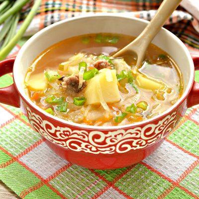 Щи из белокочанной капусты с соленым огурцом и телятиной - рецепт с фото