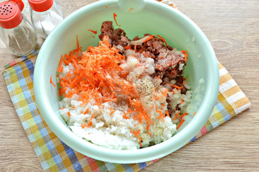 Фото рецепта - Мясной пирог с рисом - шаг 2