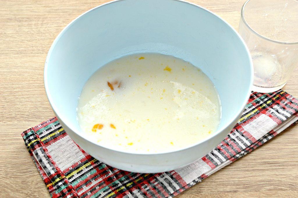 Фото рецепта - Бархатные блины на молоке с дырочками - шаг 2