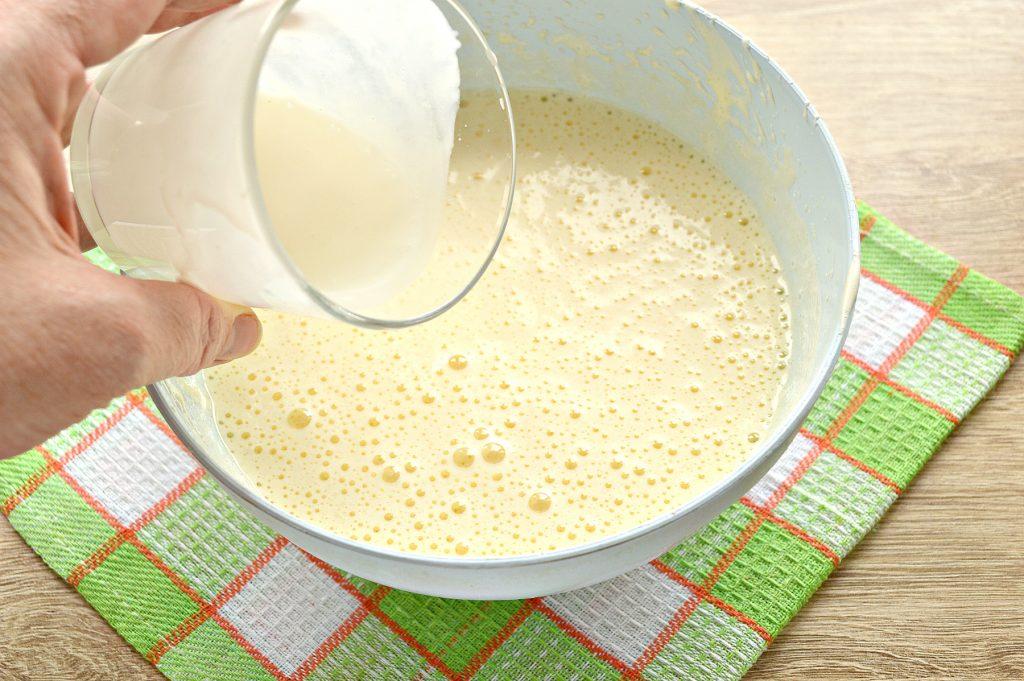 Фото рецепта - Пирог «Зебра» на кефире и растительном масле - шаг 2