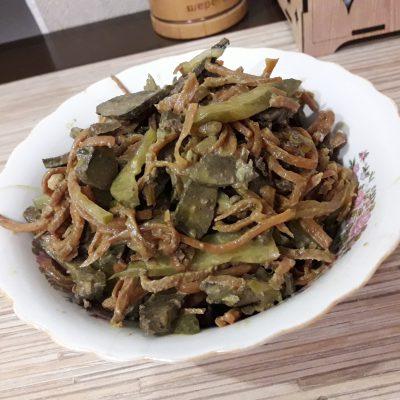 Салат из печени с соленым огурчиком - рецепт с фото