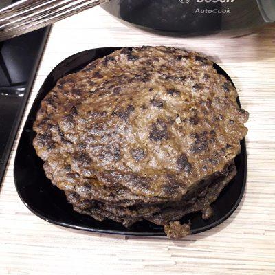 Фото рецепта - Печеночный торт из говяжьей печени с овощами - шаг 5