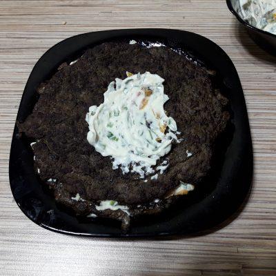 Фото рецепта - Печеночный торт из говяжьей печени с овощами - шаг 7