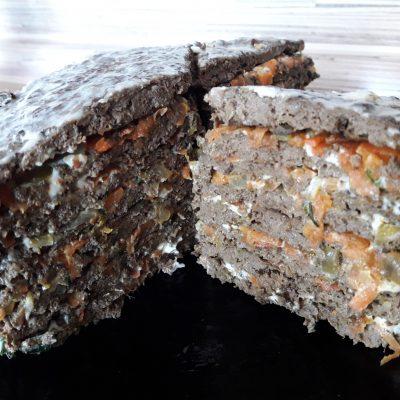 Фото рецепта - Печеночный торт из говяжьей печени с овощами - шаг 8