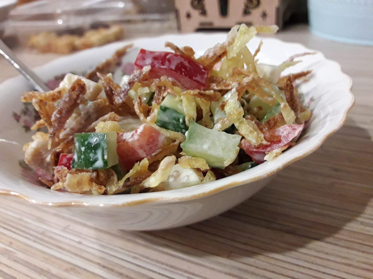 """Куриный салат """"Хрустик"""" с жареным картофелем и овощами"""