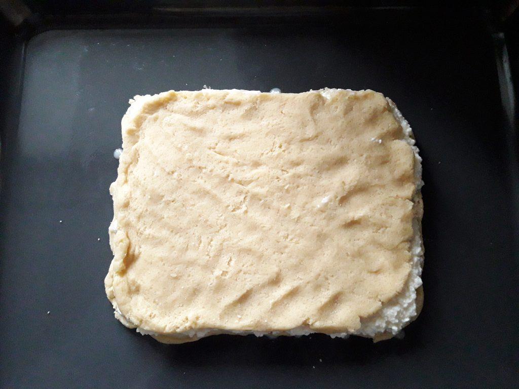 Фото рецепта - Пирог с творожной начинкой - шаг 8