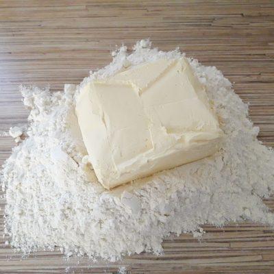 """Фото рецепта - Торт """"Наполеон"""" с заварным кремом - шаг 1"""