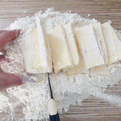 """Фото рецепта - Торт """"Наполеон"""" с заварным кремом - шаг 2"""