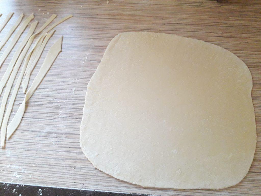 Фото рецепта - Домашняя лапша с курицей - шаг 7