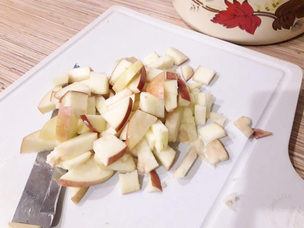 Фото рецепта - Шарлотка на меду в мультиварке - шаг 7