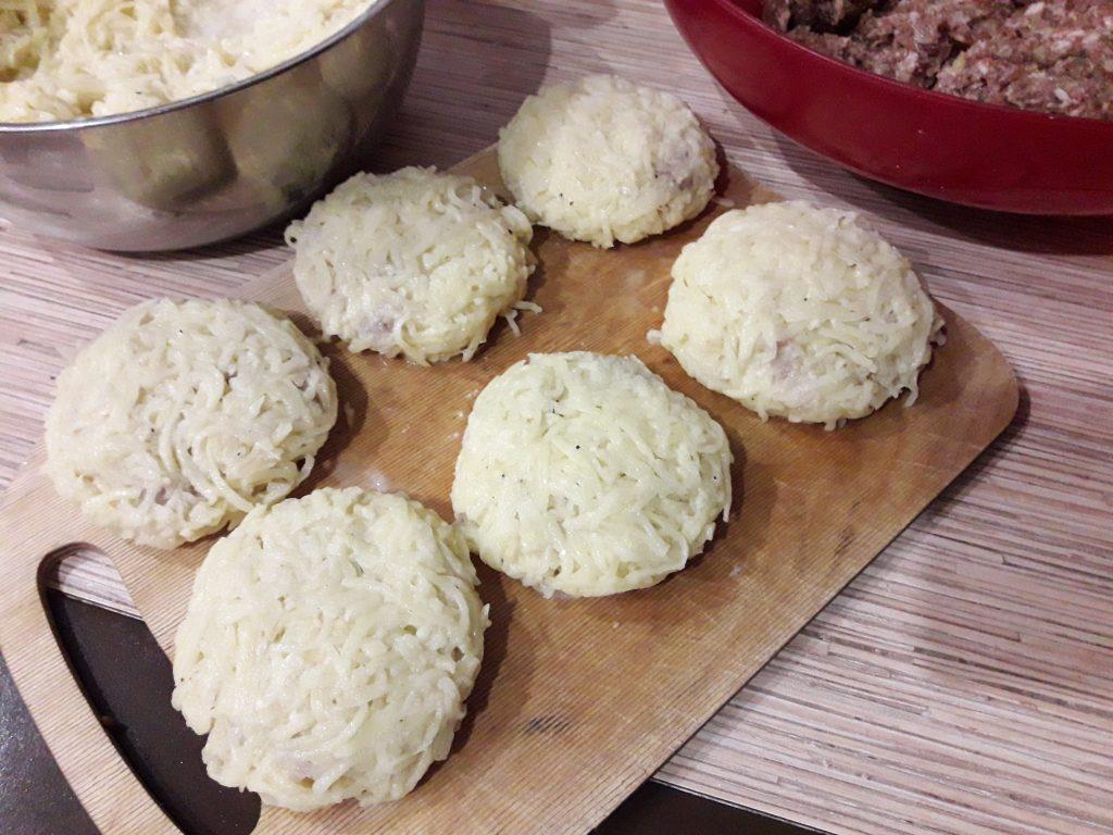 Фото рецепта - Картофельные котлеты, фаршированные с мясом - шаг 6