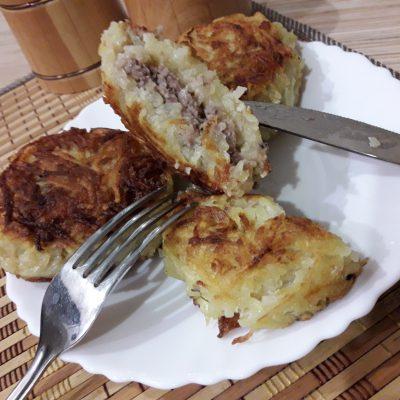 Фото рецепта - Картофельные котлеты, фаршированные с мясом - шаг 8