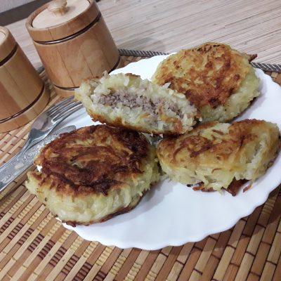 Картофельные котлеты, фаршированные с мясом - рецепт с фото