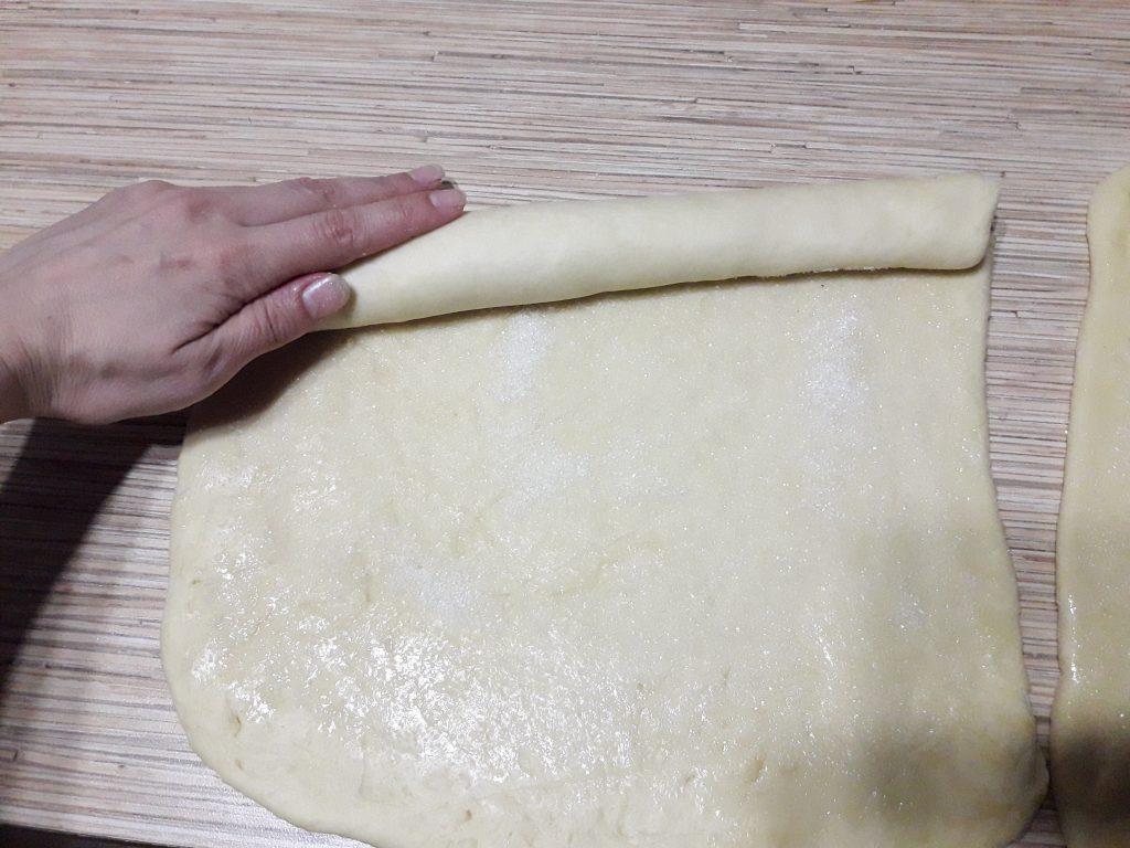 Фото рецепта - Французские булочки из дрожжевого теста с сахаром - шаг 10