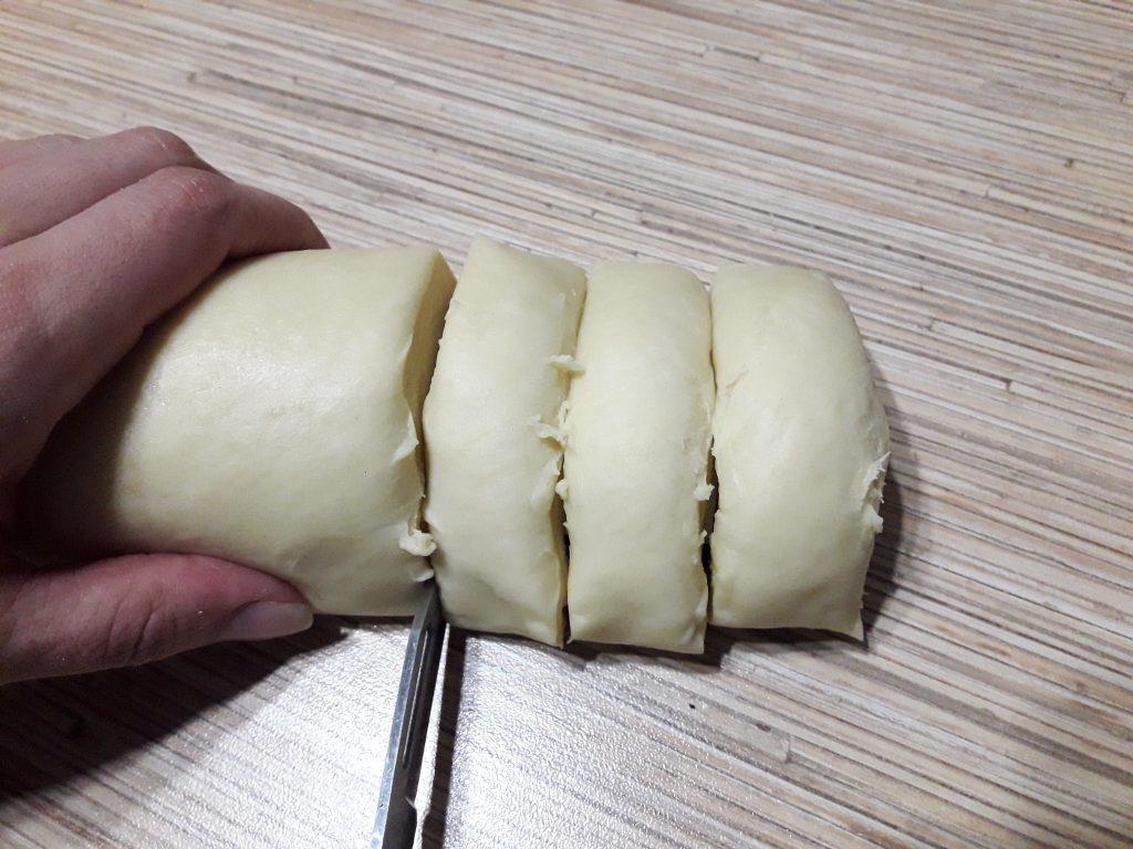 Фото рецепта - Французские булочки из дрожжевого теста с сахаром - шаг 12