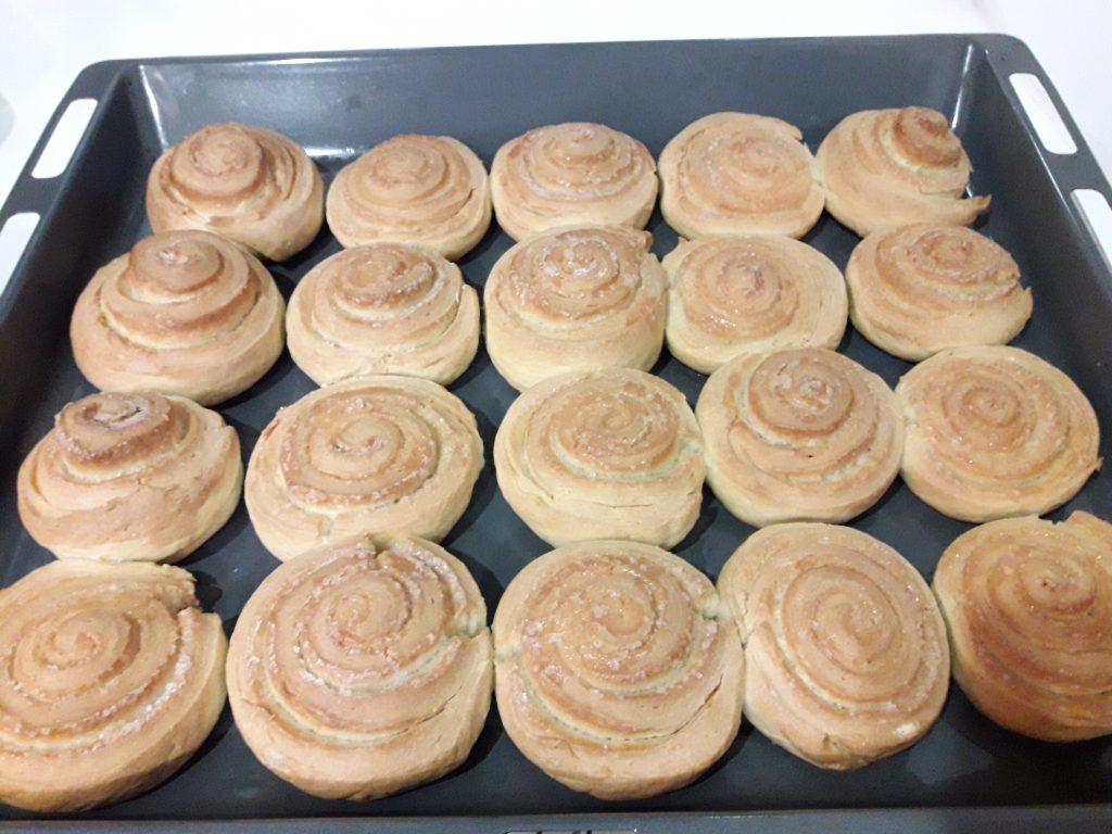 Фото рецепта - Французские булочки из дрожжевого теста с сахаром - шаг 15