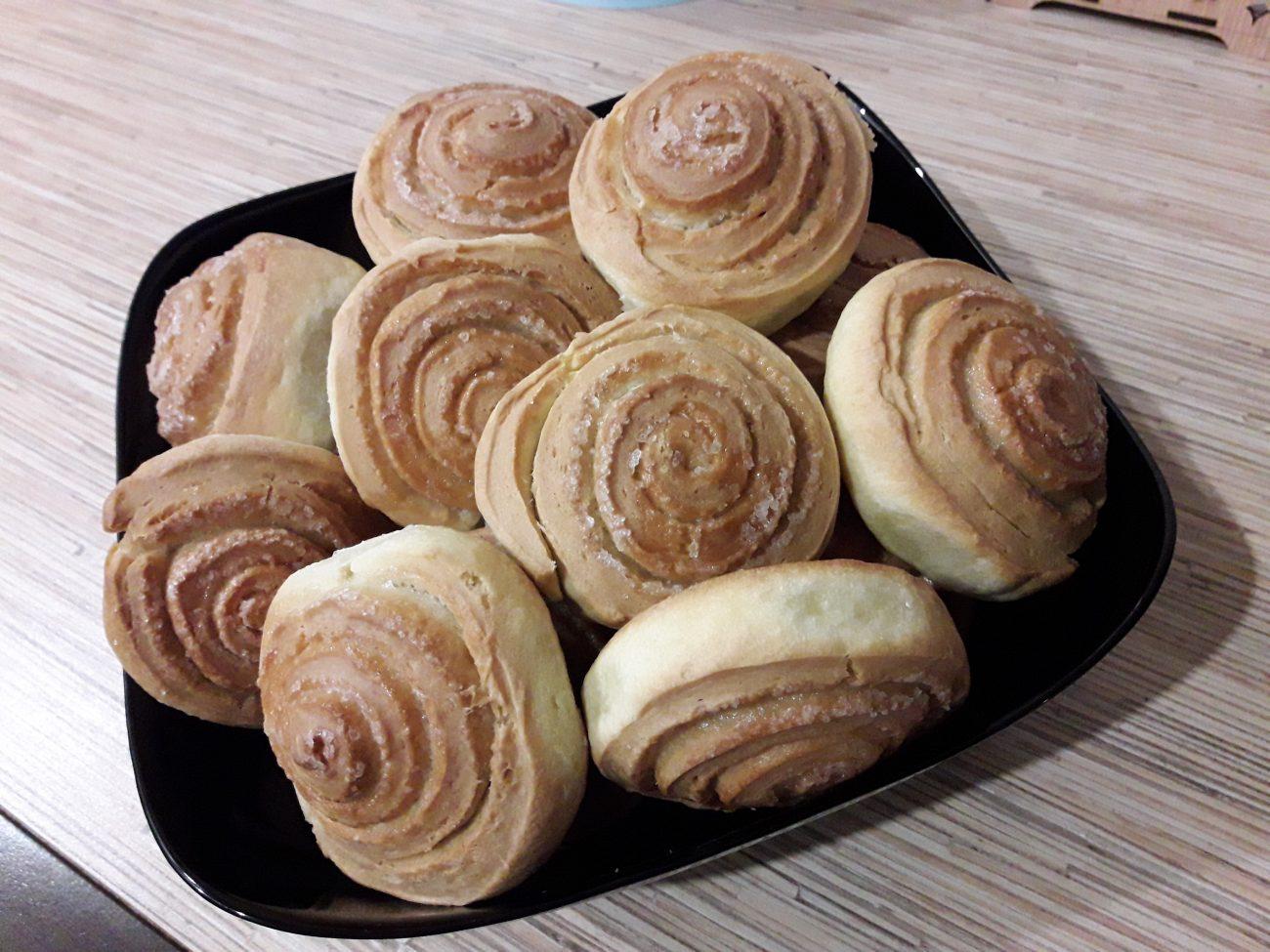 Французские булочки из дрожжевого теста с сахаром