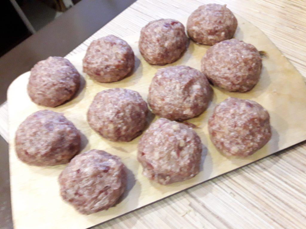 Фото рецепта - Ёжики с рисом из говядины - шаг 4