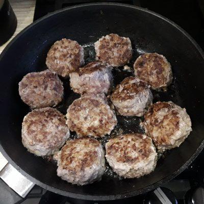 Фото рецепта - Ёжики с рисом из говядины - шаг 5