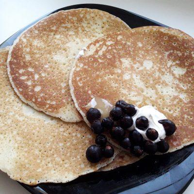 Фото рецепта - Блины дрожжевые на молоке - шаг 9