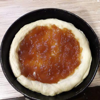 Фото рецепта - Пирог с повидлом на молоке - шаг 9