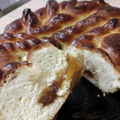 Фото рецепта - Пирог с повидлом на молоке - шаг 14