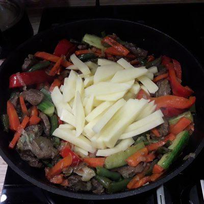 Фото рецепта - Овощное рагу с мясом говядины - шаг 10