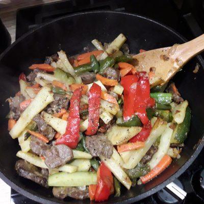 Фото рецепта - Овощное рагу с мясом говядины - шаг 11