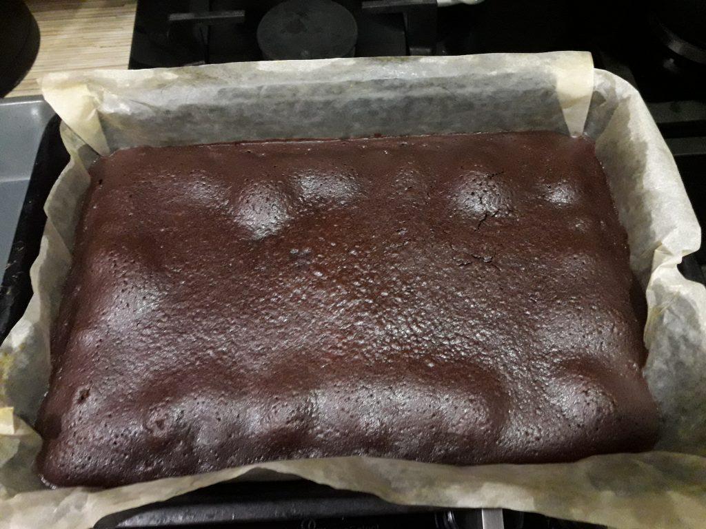 Фото рецепта - Шоколадный торт с вареной сгущенкой - шаг 9