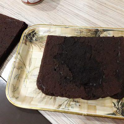 Фото рецепта - Шоколадный торт с вареной сгущенкой - шаг 10