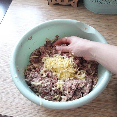 Фото рецепта - Мясные котлеты с тертым картофелем - шаг 2