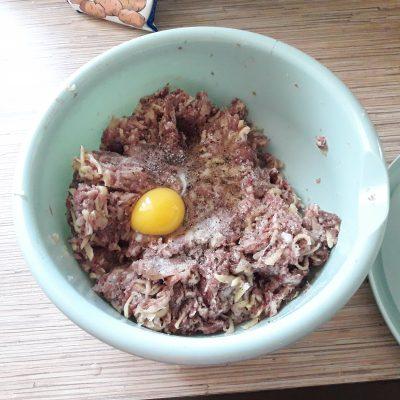 Фото рецепта - Мясные котлеты с тертым картофелем - шаг 4