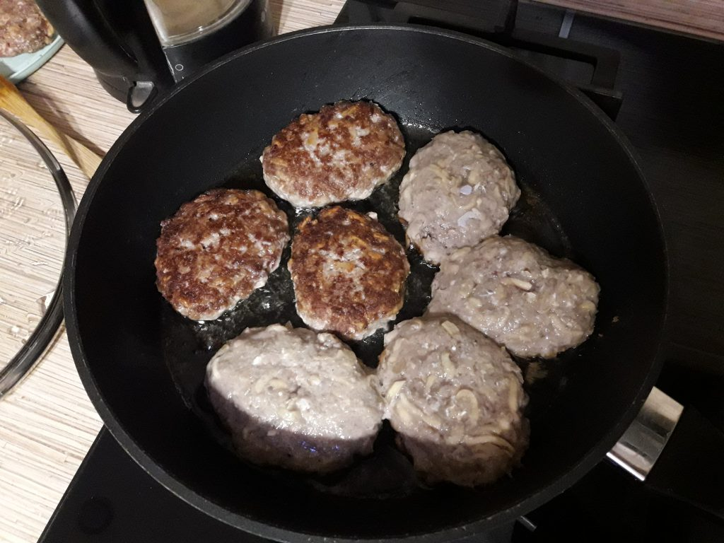 Фото рецепта - Мясные котлеты с тертым картофелем - шаг 7