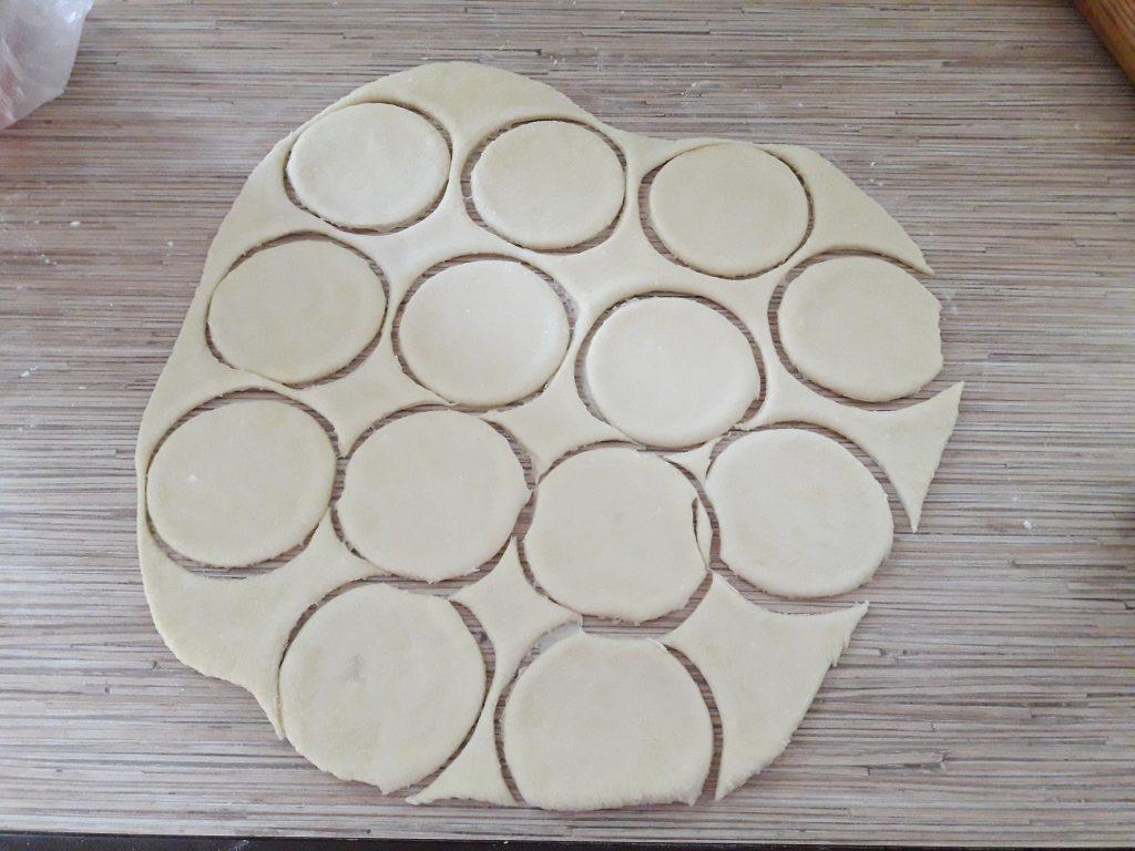 Фото рецепта - Печенье творожное «Поплавки» (треугольники) - шаг 7