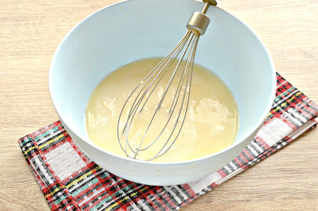 Фото рецепта - Бархатные блины на молоке с дырочками - шаг 3