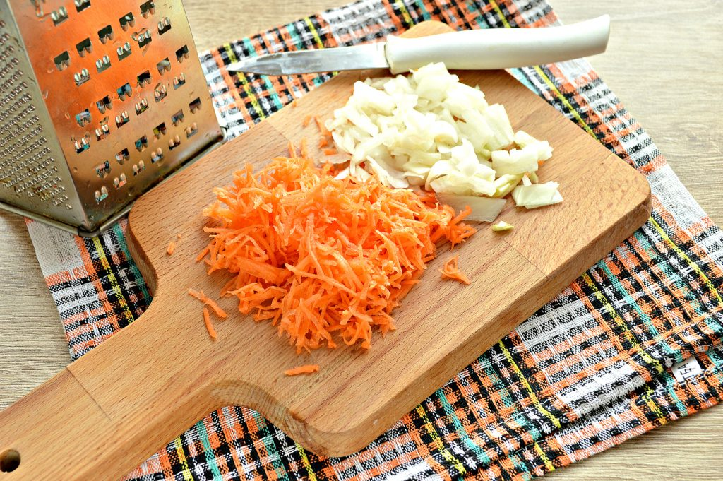 Фото рецепта - Солянка из капусты с маринованными шампиньонами - шаг 3