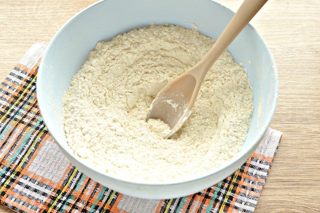 Фото рецепта - Быстрое тесто для пельменей и вареников на майонезе - шаг 3