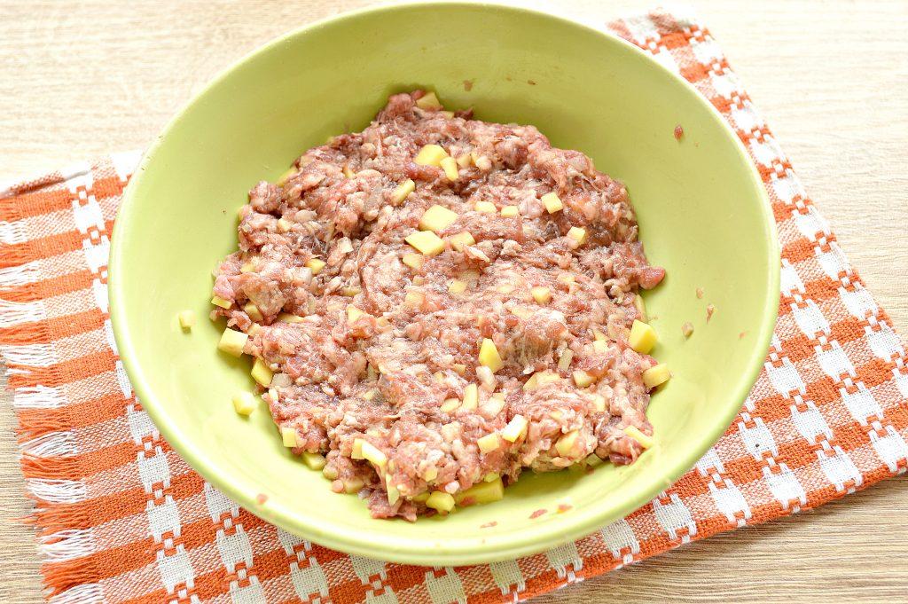 Фото рецепта - Манты с говядиной и картофелем - шаг 3